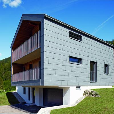 La forza dell'alluminio per una casa nel cuore delle Dolomiti
