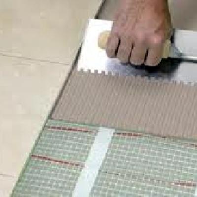 Lavoro di posatura mattonelle