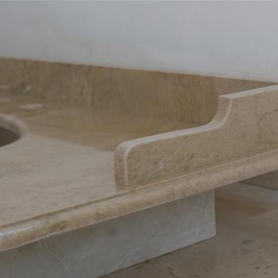 particolare alzatina in travertino romano