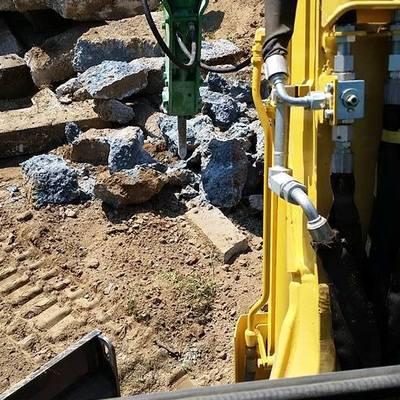 demolizione muro di cinta con martellone pneumatico