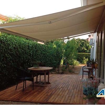 Tenda da sole per terrazzo e giardino
