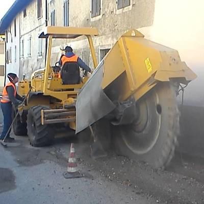 Realizzazione scavo condotta per la larga banda in fibra ottica