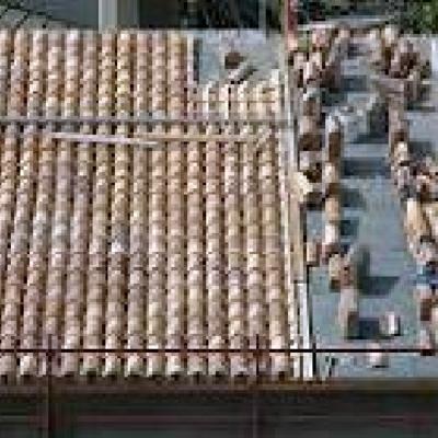 Montaggio di tetti con coppi antichi.