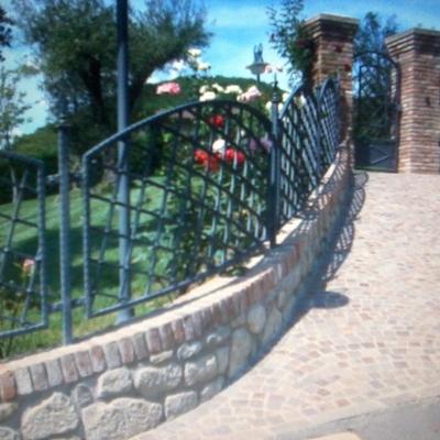 Muretto rifinito in pietra