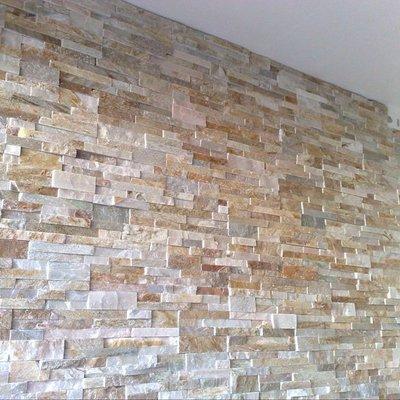 muro decorato con pietra
