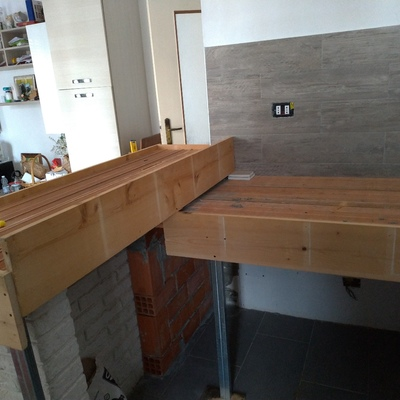 Isola bar con top cucina in muratura