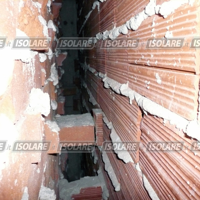 Vista interna dei muri costruiti con intercapedine vuota