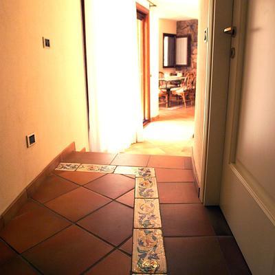particolare fascia decorativa pavimento in cotto