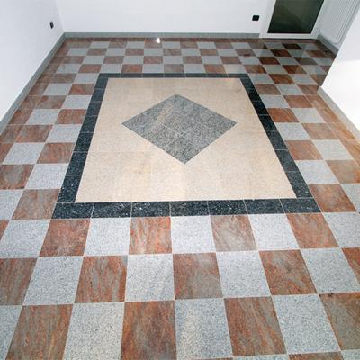 Pavimento a scacchiera con tappeto geometrico