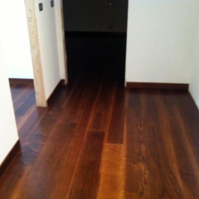 pavimento in legno prefinito in noce