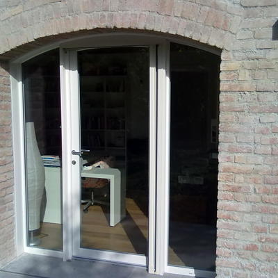 perticolare ingresso ad arco