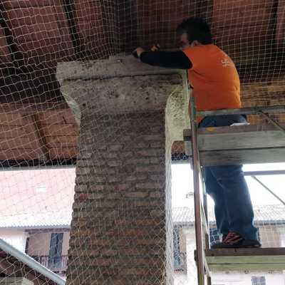 Installazione rete anti-volatile in corte