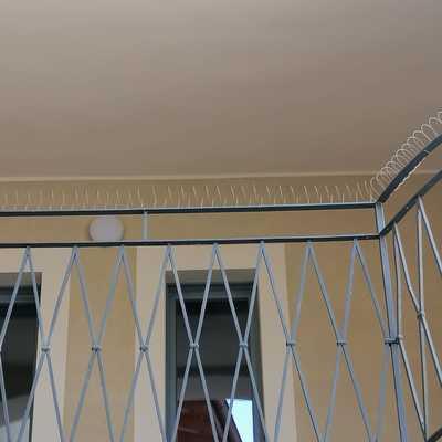 Dissuasori a molla su balconi