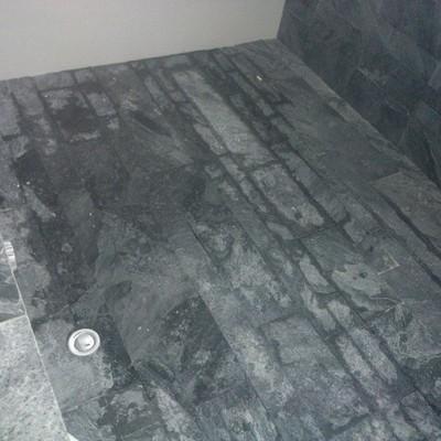 piatto doccia a pavimento con marmo
