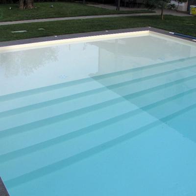 piscina con spiaggetta idromassaggio
