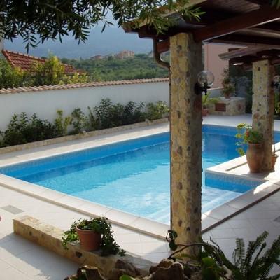piscine a skimmer con scala retta