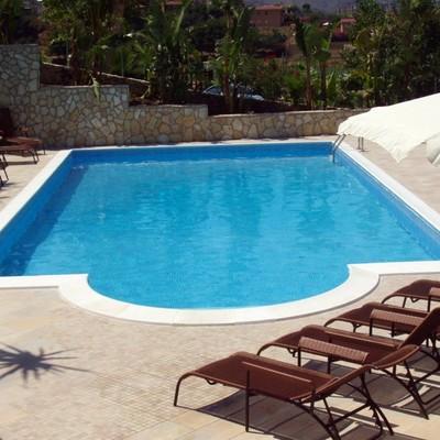 piscine a skimmer con scala romana