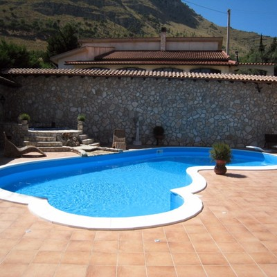 piscine a skimmer forma libera