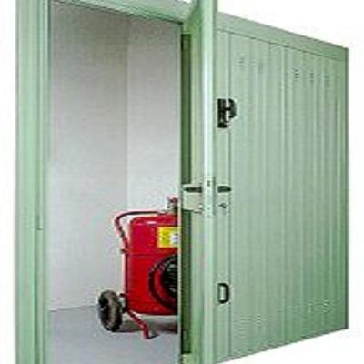 Porta basculante con anta pedonale inserita