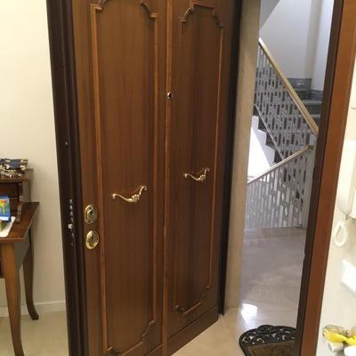 Porta blindata da due ante ad un'anta (esterno)