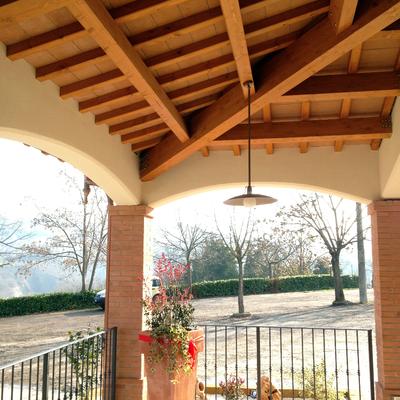 Portico in legno e tavelle