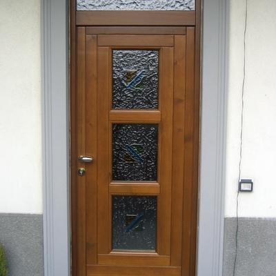 Portoncino d'ingresso in legno con tre vetri