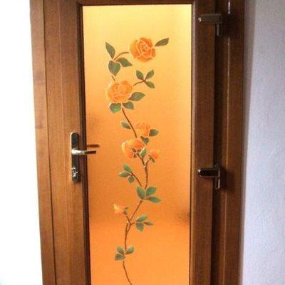 Portoncino in pvc color legno e vetro decorato