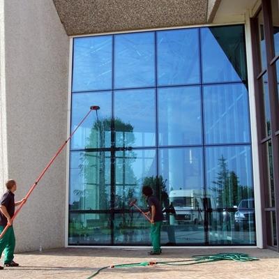 Pulire vetrate e superfici fino a 20 metri non è più un problema!