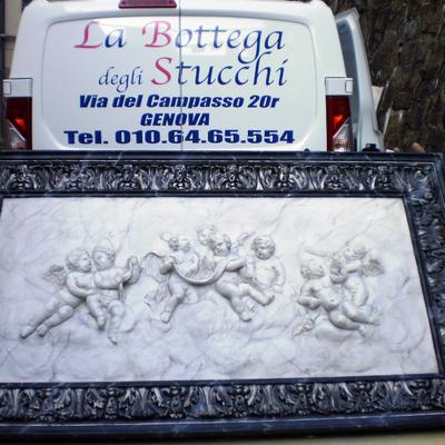 Realizzazione di Altorilievo decorato a finto Marmo e lumeggiature a Foglia Argento anticata de La Bottega degli Stucchi