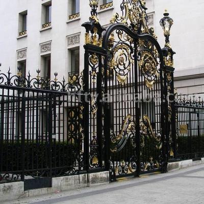 ripristino e verniciatura con smalti pregiati portoni e recinzioni di pregio