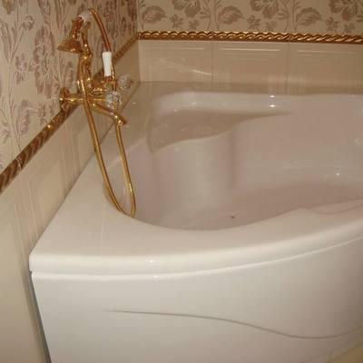 rivestimento, e montaggio vasca da bagno