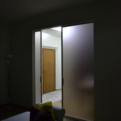 Particolare porta a vetri_Soggiorno_viale Cermenate