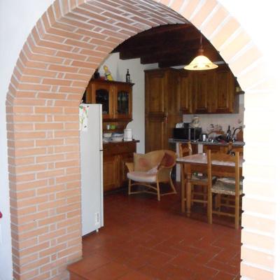 Arco in mattoni costruito in opera.