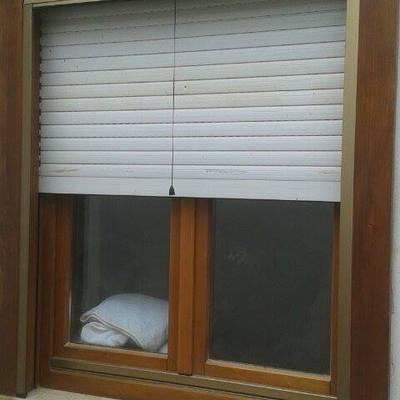 verniciatura e carteggiatura finestr