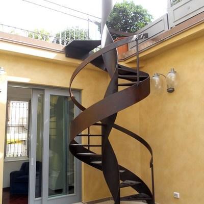 Scala a chiocciola per esterno realizzata in ferro