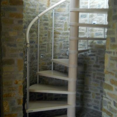 Scala con pietra di langa