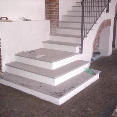 scala in cemento armato e pietra