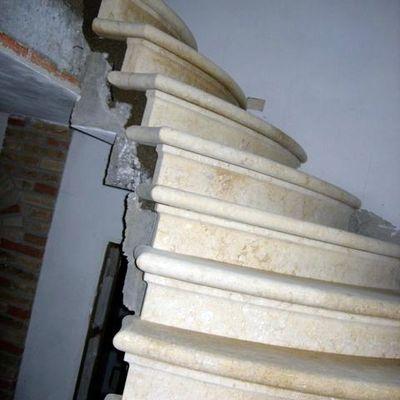 Scala in pietra di Vicenza naturale gialla