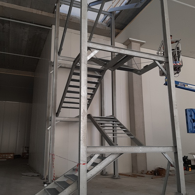 Montaggio scala carpenteria