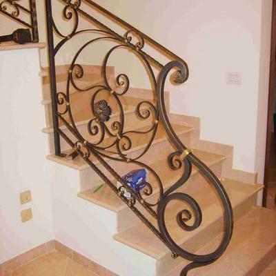 scalinata in ferro battuto, stile classico