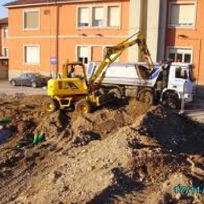 scavi per nuove costruzioni e rete fognarie ecc.
