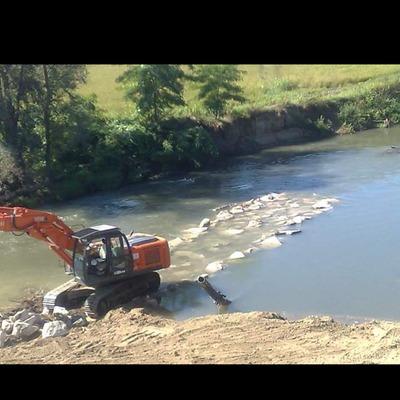 pista x estrazione tubi dismessi sotto fiume