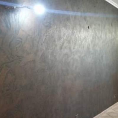 Lavoro di pittura con effetto bronzato