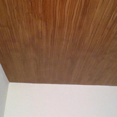 Soffitto in metallo Coibentato (Isopalk). con poliuretano e decorato con la tecnica:(Finto legno).
