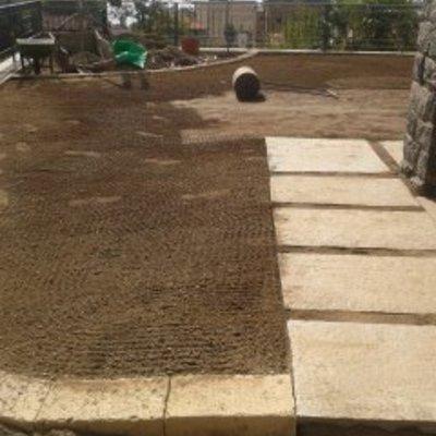 spianatura terreno per posa erba a zolle
