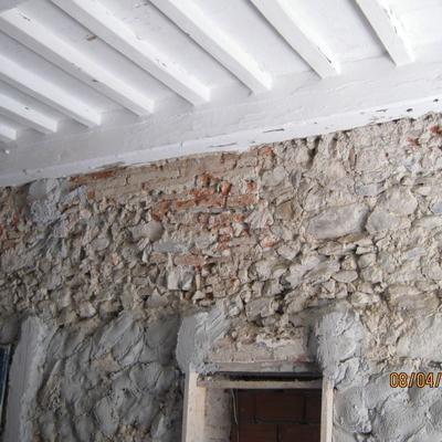 Stonacatura muro in pietra e trattamento solaio