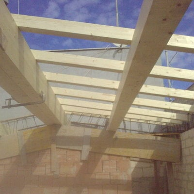 Realizzazione di tetto in legno a due falde