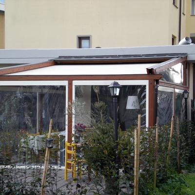 Struttura PERGOTENDA 45 in legno e alluminio con tenda 2 guide a impacchettamento BY CORRADI