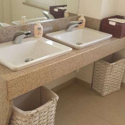 top bagno in granito giallo persia