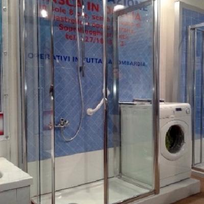 Trasformazione vasca in doccia con lavatrice
